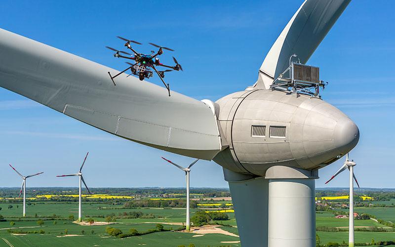 Inspektionen mit einer Drohne - Windrad